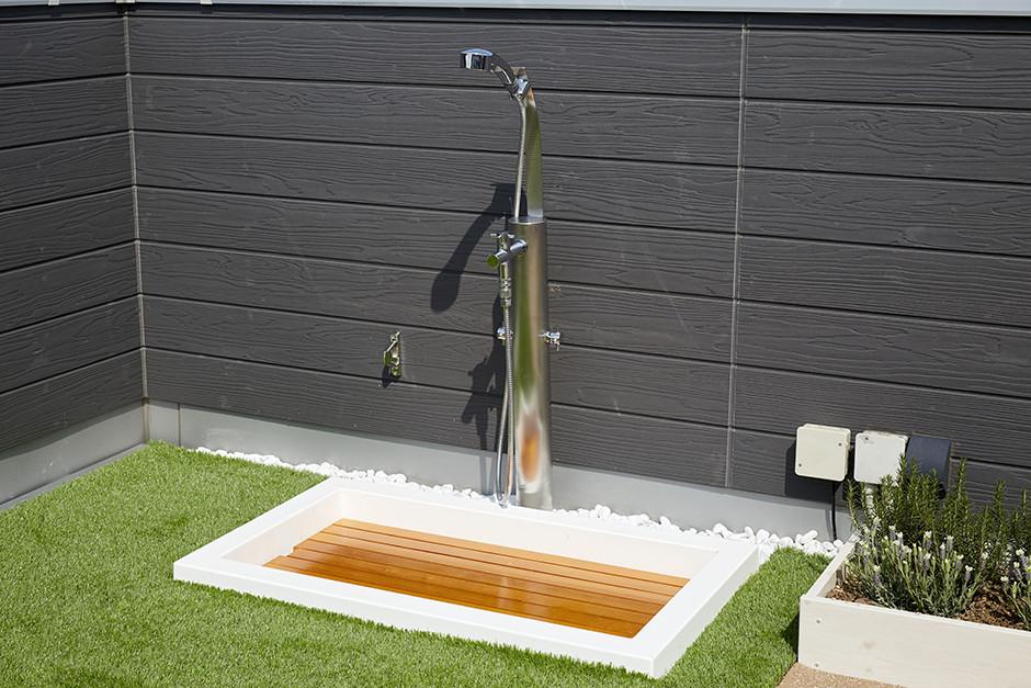 シャワーヘッド付き混合水栓と水栓パン