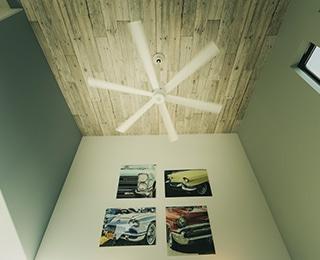 ゼロキューブ +ガレージ 神奈川県K様邸 吹き抜け壁アート